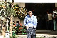 SAO PAULO, SP, 14.09.2013 - VELORIO LUIZ GUSHIKEN - O senador Eduardo Suplicy (PT-SP) comparece ao velório do corpo do ex-ministro Luiz Gushiken, no Cemitério Redenção, na região oeste da capital paulista, na manhã deste sábado (14). Gushiken morreu na noite de ontem (13), no Hospital Sírio-Libanês, onde estava internado em estado grave para tratar de um câncer. O enterro está confirmado para às 16h. (Foto: Mauricio Camargo / Brazil Photo Press).