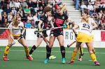 AMSTELVEEN - Hockey - Hoofdklasse competitie dames. AMSTERDAM-DEN BOSCH (3-1) Sanne Koolen (Den Bosch) met Charlotte Vega (A'dam)   COPYRIGHT KOEN SUYK