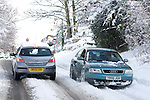 Pix: Shaun Flannery/shaunflanneryphotography.com...COPYRIGHT PICTURE>>SHAUN FLANNERY>01302-570814>>07778315553>>..1st December 2010...........Snowfall in the United Kingdom, December 2010..Cars tackle a snow covered country lane in Doncaster, South Yorkshire.