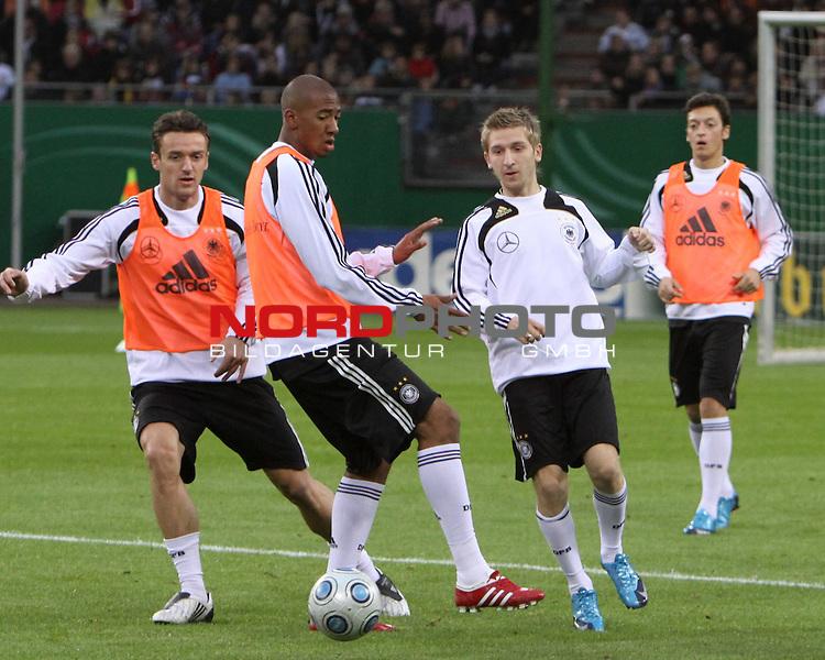 &Ouml;ffentliches Training DFB-Auswahl, 12.10.09 Hamburg<br /> <br /> <br /> Jerome Boateng und Marko Marin (Mitte) im Trainingsspiel<br /> <br /> <br /> Foto &copy; nph (nordphoto)<br /> <br /> *** Local Caption ***