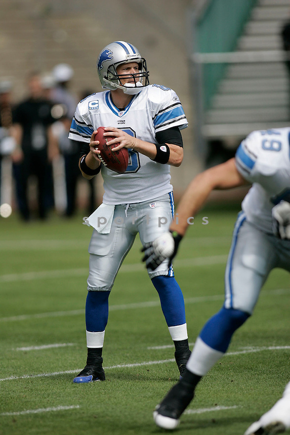 JON KITNA, of the  Detroit Lions , during the Lions game against the Oakland Raiders on September 9, 2007.  The Oakland Raiders beat the Detroit Lions 37-10....