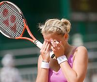 28-5-08, France,Paris, Tennis, Roland Garros,Michaella Krajicek uit haar frustratie, ze komt wederom niet verder dan de eerste ronde en verliest veel ranglijstpunten