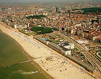 Juni 1999. Koninklijke gaanderij aan het strand van Oostende.