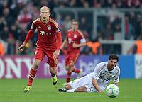 FUSSBALL   CHAMPIONS LEAGUE  HALBFFINAL HINSPIEL   2011/2012      FC Bayern Muenchen - Real Madrid          17.04.2012 Arjen Robben (li, FC Bayern Muenchen) gegen Xabi Alonso (Real Madrid)