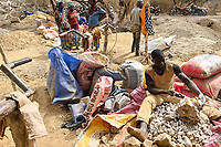 MALI, Kayes, Sadiola, artisanal gold mining at Camp SIRIMANA , stone crasher / Klein-Goldbergbau