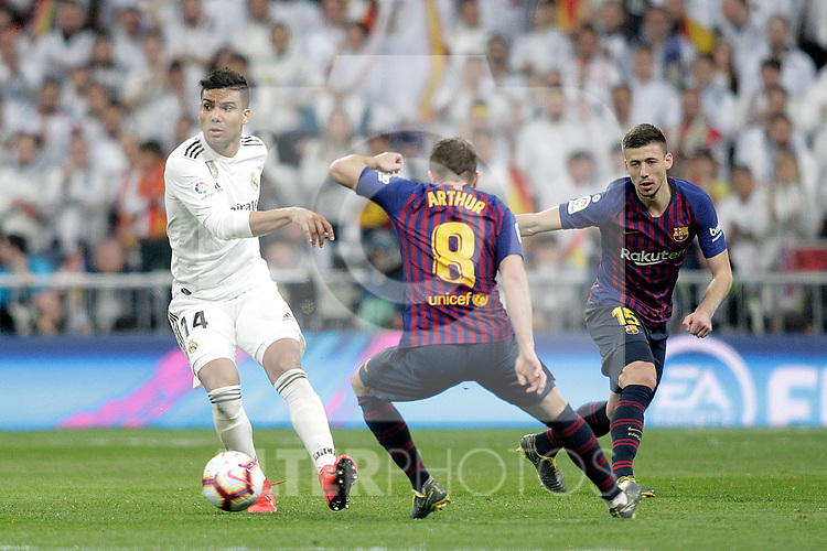 Real Madrid CF's Carlos Henrique Casemiro and FC Barcelona's Arthur Melo, Clement Lenglet during La Liga match. March 02,2019. (ALTERPHOTOS/Alconada)