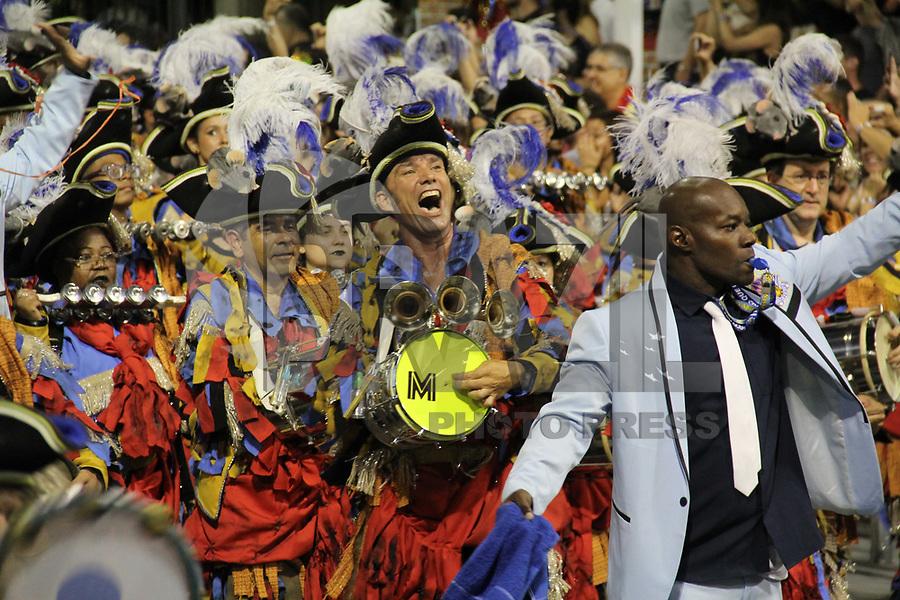 SÃO PAULO,SP, 11.02.2018 - CARNAVAL-SP - Integrantes da escola de samba Império de Casa Verde durante desfile do grupo especial do Carnaval de São Paulo no Sambódromo do Anhembi na região norte de São Paulo na madrugada deste domingo, 11. (Foto: Nelson Gariba/Brazil Photo Press)