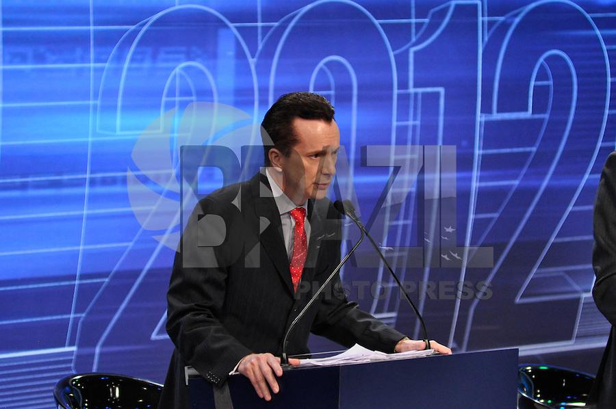 OSASCO, SP, 03 SETEMBRO DE 2012 – DEBATE REDETV – ATENÇÃO EDITOR: FOTO EMBARGADA PARA VEÍCULOS INTERNACIONAIS: Candidato a prefeitura de São Paulo Celso Russomano durante debate realizado na noite desta segunda feira (03) pela RedeTV, na sede da emissora em Osasco. FOTO: LEVI BIANCO / BRAZIL PHOTO PRESS
