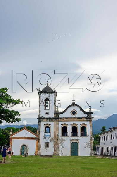 Igreja de Santa Rita e Largo de Santa Rita no centro histórico, Paraty- RJ, 12/2013.