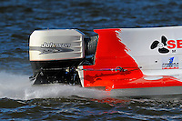Johnson engine on Mike Schubert's (#14) DAC hull.    (Formula 1/F1/Champ class)