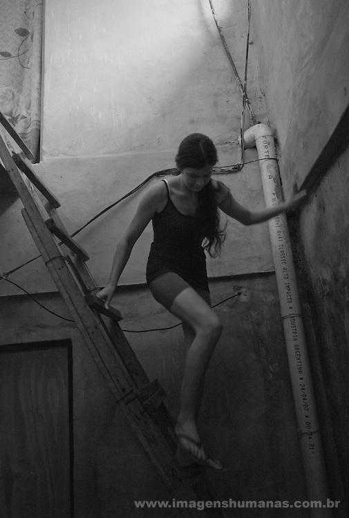 Habitação da jovem Mirian Palácios Morinigo que tem doença de Chagas na localidade de San Fernando nos arredores de Buenos Aires , Argentina.....
