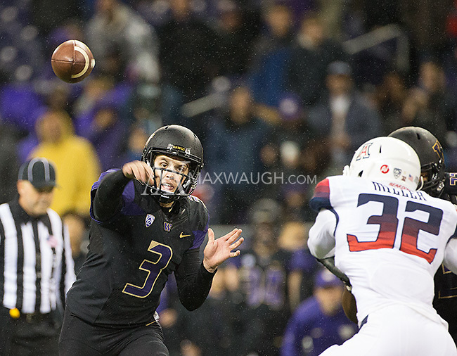 Jake Browning fires a touchdown pass to Joshua Perkins.