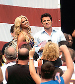 Landover, Maryland - September 11, 2005 -- Jessica Simpson, left, and Nick Lachey, right, perform from the stands prior to the game where the Chicago Bears visited the Washington Redskins at FedEx Field in Landover, Maryland on September 11, 2005.  The Redskins won the game 9-7..Credit: Ron Sachs / CNP