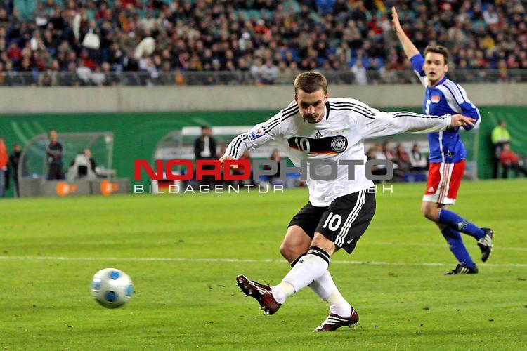 L&permil;nderspiel<br /> WM 2010 Qualifikatonsspiel Qualificationmatch Leipzig 28.03.2009 Zentralstadion Gruppe 4 Group Four <br /> <br /> Deutschland ( GER ) - Liechtenstein ( LIS )<br /> <br /> Lukas Podolski (#10 FC Bayern M&cedil;nchen Deutsche Nationalmannschaft) schiesst aufs Tor.<br /> <br /> Foto &copy; nph (  nordphoto  )<br />  *** Local Caption ***