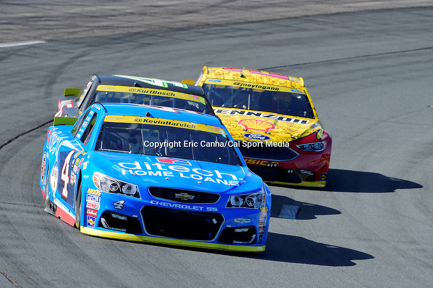 Sunday, September 25, 2016: Sprint Cup Series driver Kevin Harvick (4) leads a pack of cars during the NASCAR Sprint Cup Series Bad Boy Off Road 300 race held at the New Hampshire Motor Speedway in Loudon, New Hampshire. Sprint Cup Series driver Kevin Harvick (4) won the race. Eric Canha/CSM
