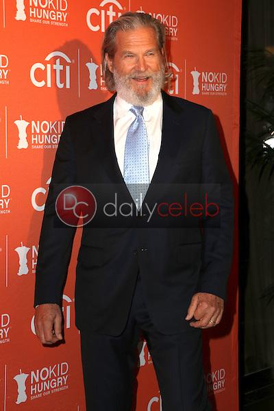 Jeff Bridges<br /> at the No Kid Hungry Benefit Dinner, Four Seasons, Los Angeles, CA 10-14-15<br /> David Edwards/DailyCeleb.Com 818-249-4998