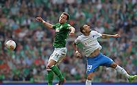 FUSSBALL   1. BUNDESLIGA   SAISON 2012/2013    32. SPIELTAG SV Werder Bremen - TSG 1899 Hoffenheim             04.05.2013 Philipp Bargfrede (li, SV Werder Bremen) gegen Sejad Salihovic (re, TSG 1899 Hoffenheim)