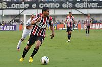 ATENÇÃO EDITOR: FOTO EMBARGADA PARA VEÍCULOS INTERNACIONAIS - SANTOS, SP, 09 DE SETEMBRO DE 2012 - CAMPEONATO BRASILEIRO - SANTOS x SÃO PAULO: Casemiro durante partida Santos x São Paulo, válida pela 23ª rodada do Campeonato Brasileiro de 2012 no Estádio da Vila Belmiro em Santos. FOTO: LEVI BIANCO - BRAZIL PHOTO PRESS