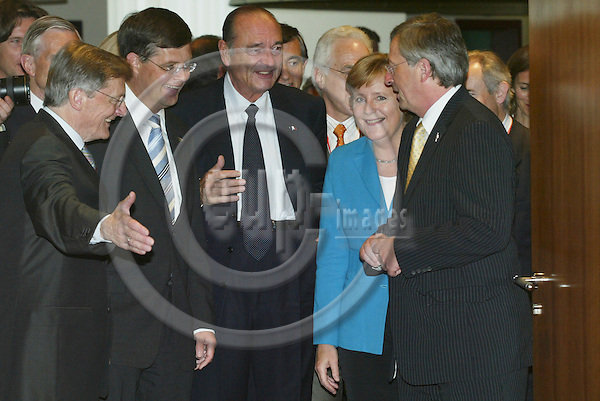 BRUSSELS - BELGIUM - 15 JUNE 2006 -- EU SUMMIT --  The Austrian Prime Minister and President of the EU Council, Wolfgang SCHUSSEL, ask The Dutch Prime MinisterJan Peter BALKENENDE(L), Jacques CHIRAC, French President, Angela MERKEL, German Federal Chancellor and Jean-Claude JUNCKER, Primer Minister for Luxembourg, to begin the meeting.  PHOTO: ERIK LUNTANG / EUP-IMAGES