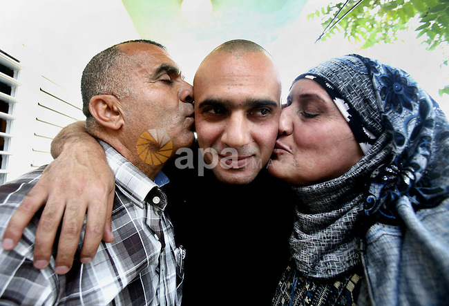 A Palestinian freed prisoner, Emad EL-Abasi, is welcomed by his relatives in the east Jerusalem neighborhood of Silwan on May 24, 2012. after he was released from an Israeli jails. Photo by Mahfouz Abu Turk