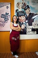 Bologna, dal 27 agosto al 7 settembre 2014. Con l'era Renzi la festa del PD torna a chiamarsi festa dell'Unità. l'edizione nazionale si è tenuta nel capoluogo Emiliano. Tutto organizzato con il budget, sesibilmente ridotto, di  480mila euro con l'aiuto di 10.000 volontari, 3000 per ogni sera.