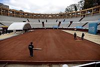 BOGOTÁ -COLOMBIA. 28-08-2017. Hoy fue entregada la adecuación de la cancha de polvo de ladrillo de la Plaza de Toros La Santamaría en Bogotá, Colombia, en donde se disputará el play-off del Grupo Mundial, por un lugar en la categoría máxima de la Copa Davis BNP Paribas en 2018 entre las selecciones de Colombia y Croacia desde el 15 Sep al 17 Sep 2017. / Today was delivered the adequacy of the clay court of La Santamaria Bullring in Bogota, Colombia, where the play-off of the World Group Davis Cup BNP Paribas will be played, for a place in the maximum category of competition in 2018 between the Selections from Colombia and Croatia from 15 Sep to 17 Sep 2017. Photo: VizzorImage/ Gabriel Aponte / Staff