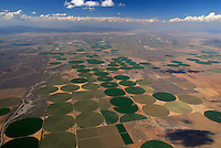 4415 / Bewaesserung: AMERIKA, VEREINIGTE STAATEN VON AMERIKA, UTAH,  (AMERICA, UNITED STATES OF AMERICA), 12.07.2006: Anbau von Viehfutter, Bewaesserung der runden Felder in der Wueste von Utah