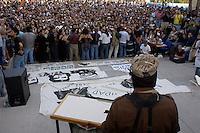 Querétaro, Qro. 01 enero de 2014.- El Sub Comandante Marcos, Delegado Zero; durante su gira de la Sexta declaración de la Selva Lacandona (hacia marzo de 2004) en su acercamiento con estudiantes de la Universidad Autónoma de Querétaro, en donde posteriormente se reuniría  el Teatro de la República (mismo lugar donde se firmó la constitución de 1917), a escuchar las manifestaciones de sectores populares, indígenas y de diversidades sexuales. <br /> <br /> Foto: Demian Chávez / Archivo / Obture Press Agency.