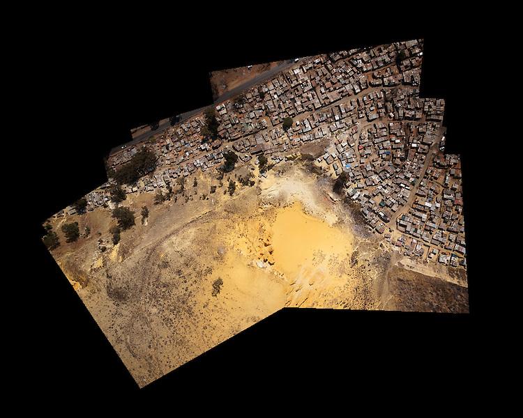 Rapha&euml;l Dallaporta, &laquo; Ekurhuleni &raquo; &ndash; Mine d&rsquo;or, 2012. <br /> -----<br /> Rapha&euml;l Dallaporta, 'Ekurhuleni' - Gold mine dump, 2012.