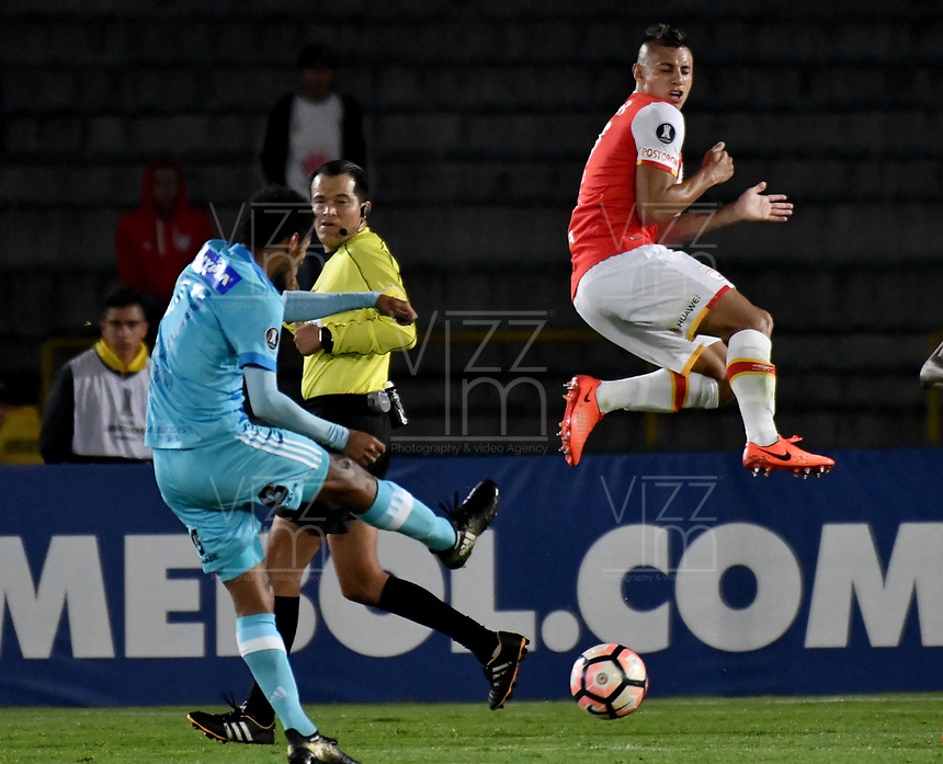 BOGOTA - COLOMBIA – 16 – 03 - 2017: Juan Roa (Der.) jugador de Independiente Santa Fe, disputa el balon con Carlos Lobaton (Izq.) jugador de Sporting Cristal, durante partido entre Independiente Santa Fe de Colombia y Sporting Cristal de Peru, de la fase de grupos, grupo 2, fecha 2 por la Copa Conmebol Libertadores Bridgestone 2017, en el estadio Nemesio Camacho El Campin, de la ciudad de Bogota. / Juan Roa (R) player of Independiente Santa Fe, fights for the ball with Carlos Lobaton (L) player of Sporting Cristal, during a match between Independiente Santa Fe of Colombia and Sporting Cristal of Peru, of the group stage, group 2 of the date 2, for the Conmebol Copa Libertadores Bridgestone 2017 at the Nemesio Camacho El Campin in Bogota city. VizzorImage / Luis Ramirez / Staff.
