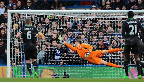 05.03.2016. Stamford Bridge, London, England. Barclays Premier League. Chelsea versus Stoke City. Chelsea Midfielder Bertrand Traoré scores past Stoke City Goalkeeper Jack Butland, 1-0 Chelsea
