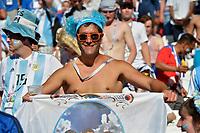 KAZAN - RUSIA, 30-06-2018: Hinchas de Argentina animan a su equipo durante partido de octavos de final entre Francia y Argentina por la Copa Mundial de la FIFA Rusia 2018 jugado en el estadio Kazan Arena en Kazán, Rusia. / Fans of Argentina cheer for their team during the match between France and Argentina of the round of 16 for the FIFA World Cup Russia 2018 played at Kazan Arena stadium in Kazan, Russia. Photo: VizzorImage / Julian Medina / Cont