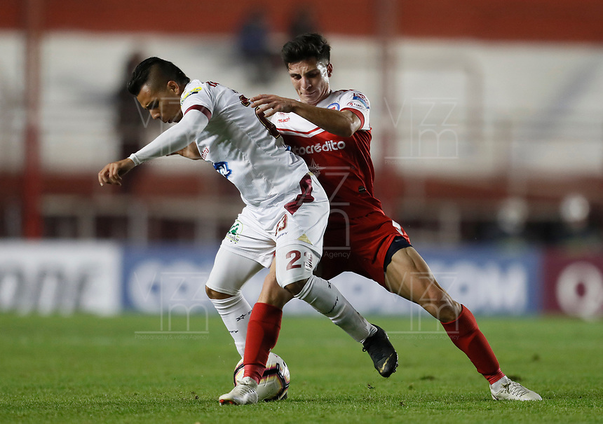 BUENOS AIRES-ARGENTINA: 23-05-2019: Francis Mac Allister de Argentinos Juniors (ARG) y Alex Castro de Deportes Tolima (COL), disputan el balón durante partido de ida, entre Argentinos Juniors (ARG) y Deportes Tolima (COL), por la Copa Conmebol Sudamericana 2019 en el Estadio Diego Armando Maradona de la ciudad de Buenos Aires. / Francis Mac Allister of Argentinos Juniors (ARG), and Alex Castro of Deportes Tolima (COL), figth for the ball during a match between Argentinos Juniors (ARG) and Deportes Tolima (COL) of the first leg, for Copa Conmebol Sudamericana 2019 at the Diego Armando Maradona stadium in Buenos Aires City. Photo: VizzorImage / Javier García Martino / Cont. / Photogamma