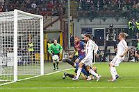 MILANO 28 MARZO 2012, MILAN - BARCELLONA,QUARTI DI FINALE UEFA CHAMPIONS LEAGUE 2011 - 2012, NELLA FOTO: OCCASIONE FALLITA BARCELLONA - DANIEL ALVES , FOTO DI ROBERTO TOGNONI.