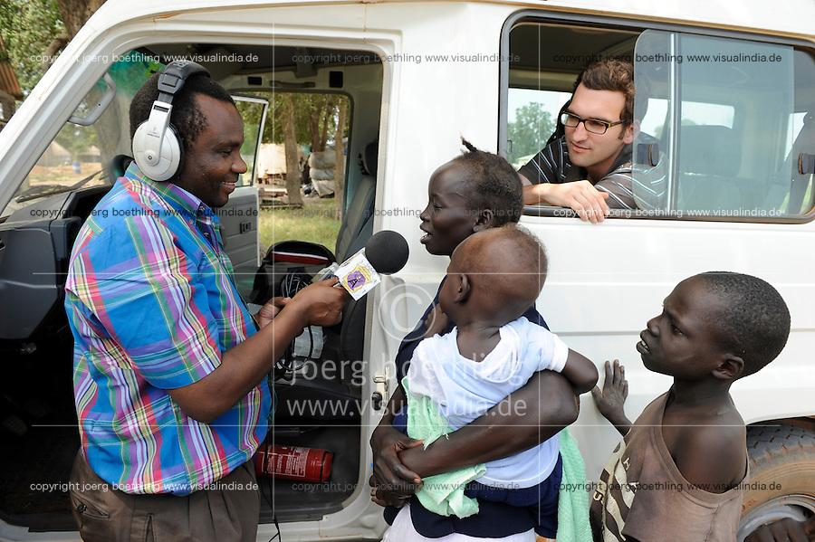 SOUTH SUDAN  Bahr al Ghazal region , Lakes State, town Cuibet, catholic radio Good News / SUED-SUDAN  Bahr el Ghazal region , Lakes State, Cuibet , Fr. Don Bosco Ochieng Onyalla, <br /> Leiter der Radiostation Good News Radio, im Auto der missio Reporter Christian Selbherr