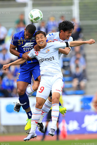 (L-R)    Calvin Jong a Pin (Zelvia), Ryo Nagai (V Varen), Koichi Sato (V Varen), APRIL 23, 2016 - Football /Soccer : 2016 J2 League match between FC Machida Zelvia 1-0 V.Varen Nagasaki at Machida Stadium, Tokyo, Japan.  (Photo by AFLO SPORT)