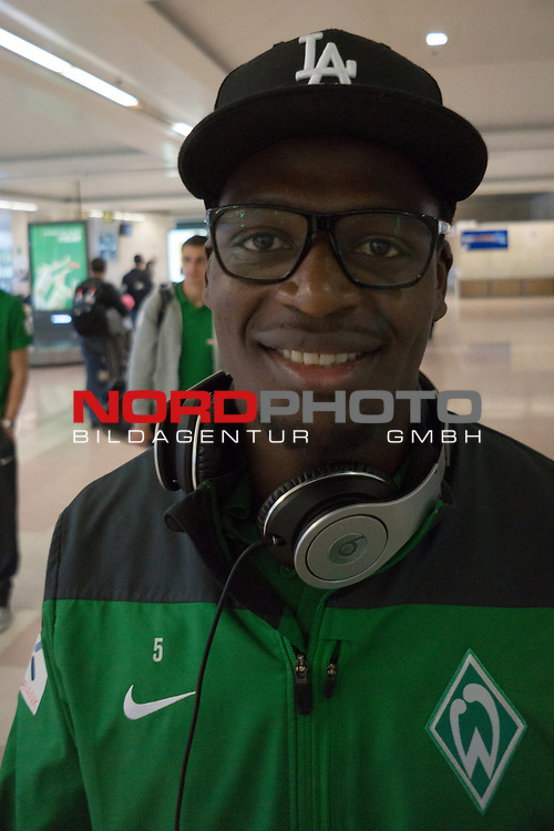 Airport, Jerez, ESP, 1.FBL, Trainingslager Werder Bremen 2014,  08.01.2014, <br /> <br /> Assani Lukimya (Bremen #5) mit neuer Brille<br /> <br /> Foto &copy; nordphoto/ Kokenge