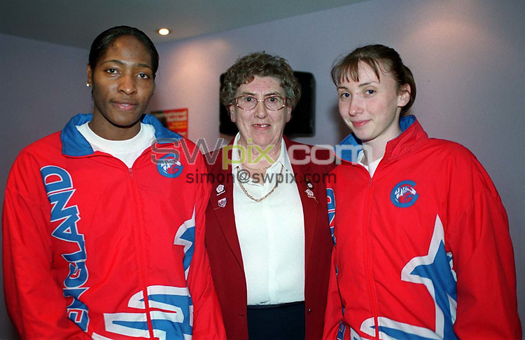 Pix: Ben Duffy/SWpix.com. International Netball. England v New Zealand. Test Series 2003. London Arena, Docklands London. 28/02/03..COPYRIGHT PICTURE>>SIMONWILKINSON>>01943 436649>>..England's Janet Coulbourne and Jade Clarke with June Jack (President).