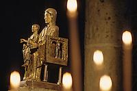 Europe/France/Auvergne/63/Puy-de-Dôme/Orcival: Basilique Notre-Dame - Détail statue