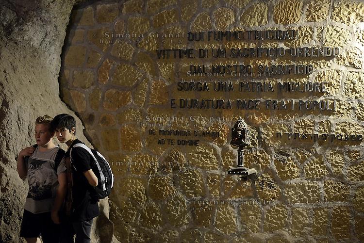 Roma, 21 Marzo 2014<br /> 70&deg;anniversario della strage delle Fosse Ardeatine.<br /> Giovani portano fiori sulle tombe dei 335 martiri uccisi dai nazisti il 24 Marzo 1944.<br /> <br /> 70th anniversary of massacre Ardeatine <br /> Young people with flowers homage to the 335 martyrs<br /> The graves of 335 martyrs killed by the Nazis March 24, 1944