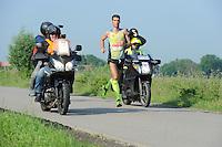 ATLETIEK: FRYSLÂN: 04-06-2016, Easterwierrum - Raerd, Slachtemarathon, Winnaar Erik Negerman, ©foto Martin de Jong