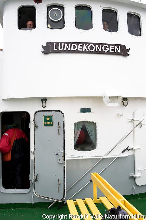 Båten Lundekongen som brukes til fotosafari ved Gjesværstappan. ---- The boat Lundekongen that is used for photo safari at Gjesværstappan.