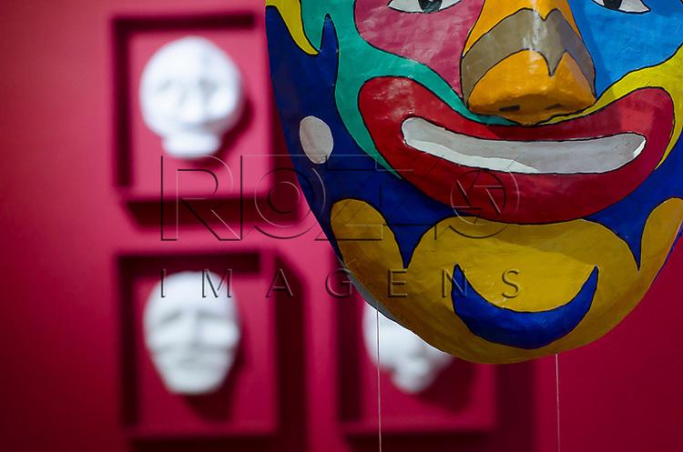 Exposi&ccedil;&atilde;o M&aacute;scaras e Cores de Natalino Silva na Casa da Cultura de Paraty, Paraty - RJ, 01/2014.<br /> * &Eacute; necess&aacute;rio solicitar autoriza&ccedil;&atilde;o de uso ao autor da obra.