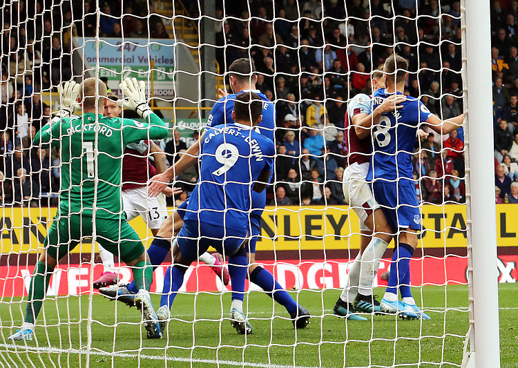 Burnley's Jeff Hendrick volleys to beat Everton's Jordan Pickford for the opening goal<br /> <br /> Photographer Rich Linley/CameraSport<br /> <br /> The Premier League - Burnley v Everton - Saturday 5th October 2019 - Turf Moor - Burnley<br /> <br /> World Copyright © 2019 CameraSport. All rights reserved. 43 Linden Ave. Countesthorpe. Leicester. England. LE8 5PG - Tel: +44 (0) 116 277 4147 - admin@camerasport.com - www.camerasport.com