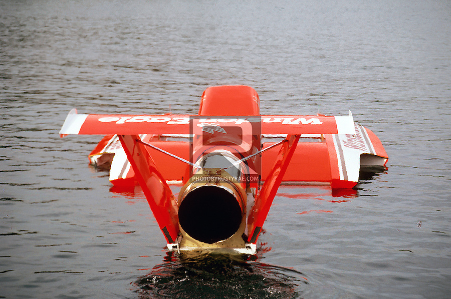 Sometime innovation is a failure as in this version of Steve Woomer's Winston Eagle. Designed by Jim Lucero with the idea of saving weight to get better performance, the boat tested well in the spring in Tri-Cities but the team could never get the same performance on the race course. The n]oble experiment was axed as the team returned to a more standard configured hull later in the season and this hull was later rebuilt in a standard configuration.