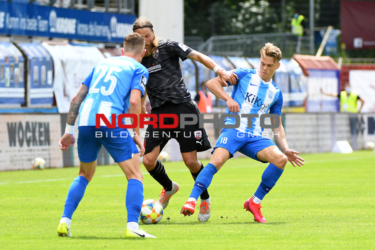 28.06.2020, Hänsch-Arena, Meppen, GER, 3.FBL, SV Meppen vs. FC Ingolstadt 04 <br /> <br /> im Bild<br /> Björn Paulsen (FC Ingolstadt 04, 4) und Rene Guder (SV Meppen, 18) im Zweikampf, Duell, Laufduell.<br /> <br /> DFL REGULATIONS PROHIBIT ANY USE OF PHOTOGRAPHS AS IMAGE SEQUENCES AND/OR QUASI-VIDEO<br /> <br /> Foto © nordphoto / Paetzel