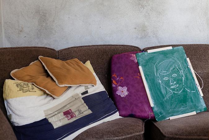 Eine Portraiskizze auf einer Tafel im Aufenthaltsraum des Campingplatzes von Toni Bacic in Neum, Bosnien. Hussein hat sie während einer Pause von Tonis Nichte angefertigt. A sketch of a portrait in the relaxing room at the campingsite of Toni Bacici in Neum, Bosnia. Hussein, a worker at the campingsite has drawn the sketch during a break. The Portrait shows the niece of Toni Bacic.<br />Der kleine Ort Neum liegt in Bosnien-Herzegovina und bildet den einzigen Zugang zum Meer des Balkanlandes. Auf einer Länge von 9 km durchschneidet der Ort das kroatische Staatsgebiet (Neum-Korridor) Seit dem EU-Beitritt Kroatiens ist Neum auf beiden Seiten von EU-Außengrenzen eingeschlossen. / The small city of Neum in Bosnia and Herzegovina is the only place in Bosnia, where the country has access to the adriatic sea. Over a length of 9 kilometers the area cuts Croatian territory in two pieces. Since Croatia became part of the European Union, the city of Neum is enclosed between two EU-boarders.