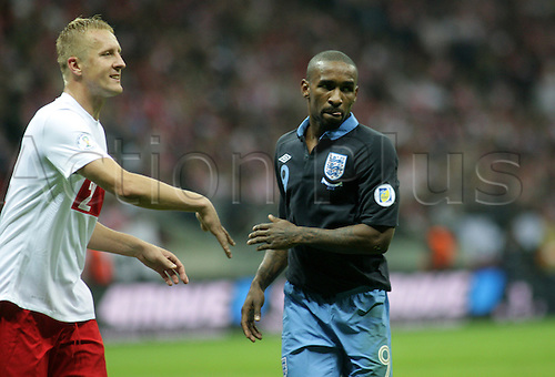 17.10.2012, Warsaw, Poland. World Cup 2014 group stages. Poland versus England. JERMAIN DEFOE (ENG) challenges with KAMIL GLIK (POL)