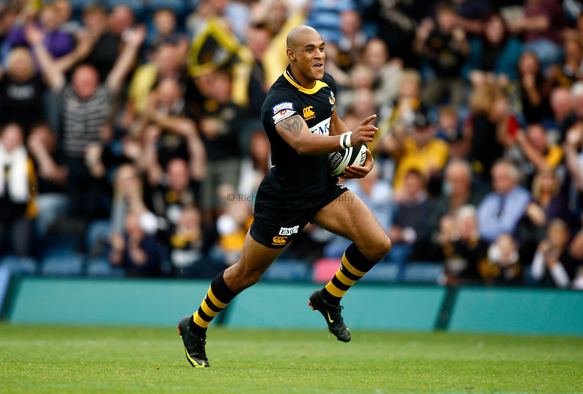 Photo: Richard Lane/Richard Lane Photography.London Wasps v Worcester Warriors. Guinness Premiership. 20/09/2009. Wasps' Tom Varndell celebrates as he runs in for a try.