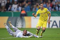 FUSSBALL   DFB POKAL 2. RUNDE   SAISON 2013/2014 TSV 1860 Muenchen - Borussia Dortmund         24.09.2013 Henrikh Mkhitaryan (Borussia Dortmund) erzielt hier das Tor zum 0-2, Torwart Gabor Kiraly (1860 Muenchen) kommt zu Spaet.